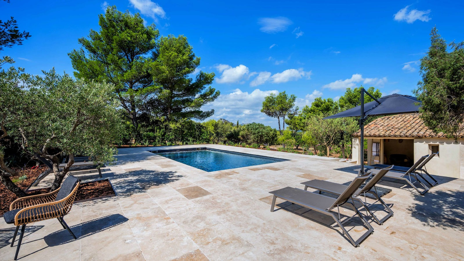 Luxurious villa for vacations in provence with swimming pool