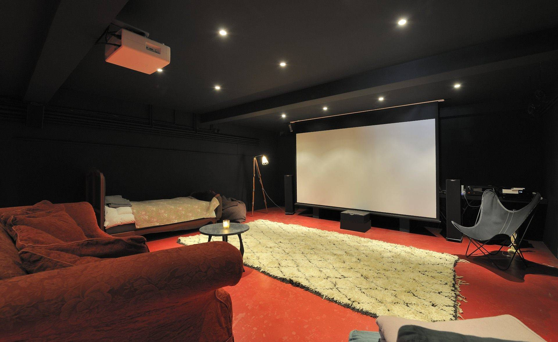 cinema maison a louer mas collection. Black Bedroom Furniture Sets. Home Design Ideas